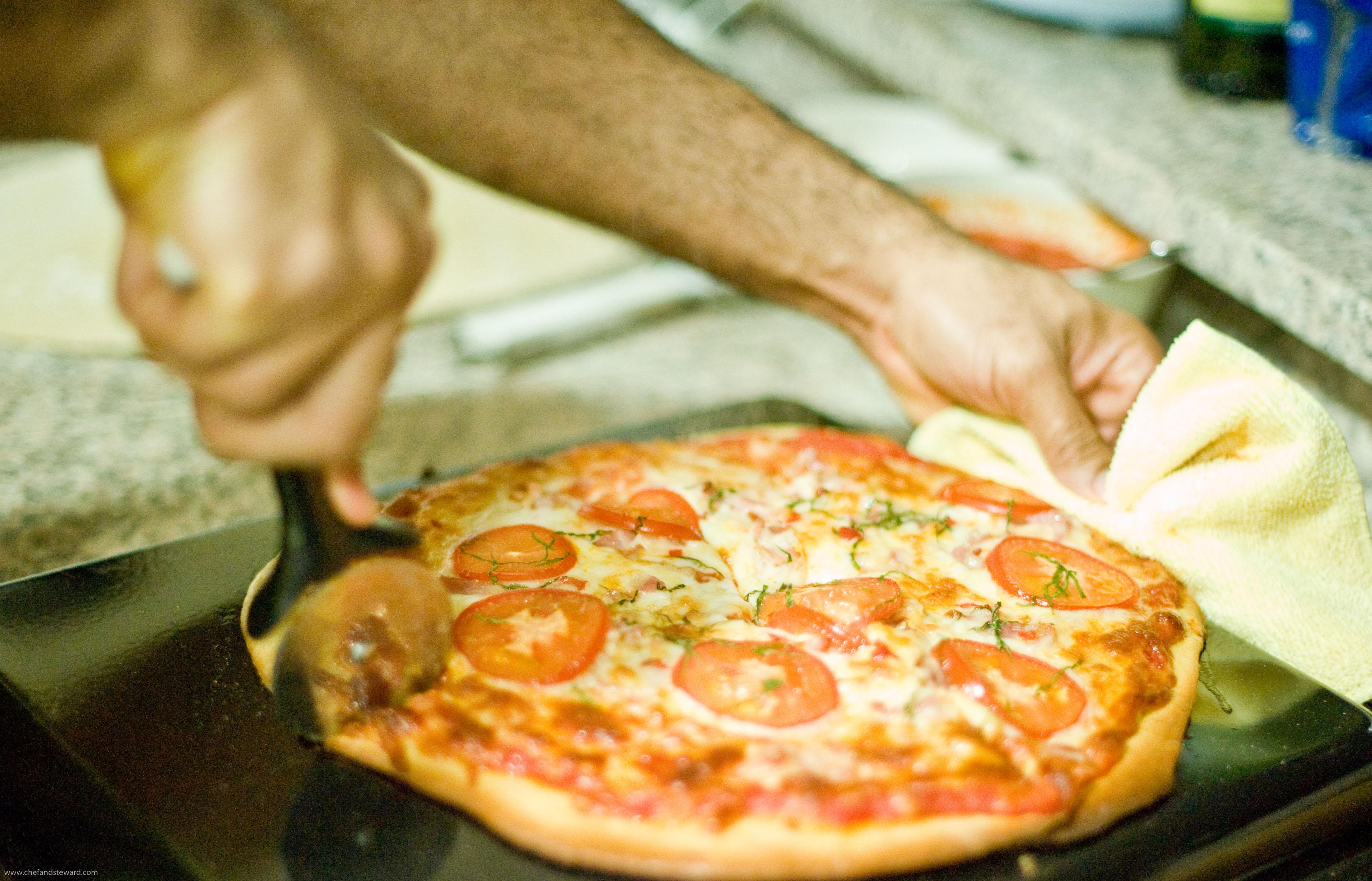 how to make classic italian homemade pizza margherita